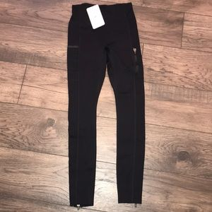 Fabletics high waisted statement motion365 legging